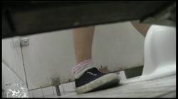 命がけ潜伏洗面所! タイミングを合わせて激放する女?! Vol.26 裏DVDサンプル画像