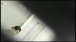 命がけ潜伏洗面所!半出しして諦めるポニテさん Vol.31後編 裏DVDサンプル画像