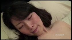 処女喪失から3ヶ月…清楚S級美少女JDが初オナニー 処女膜が残る膣口に生挿入 前編 架純 裏DVDサンプル画像