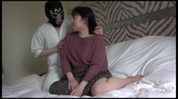 【個人撮影】みわ27歳 癒し系ムチムチ豊満パイパン若妻に大量中出し サンプル画像2