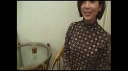 脱がしてみるとセクシーなショートカットの人妻 - 無料アダルト動画付き(サンプル動画) サンプル画像0