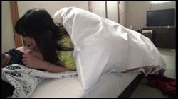 【本編顔バレ】〈僕カノ・蔵出し〉彼女と温泉旅行のときに遊びで撮ったプレイベート動画を内緒で公開しちゃいますpart3 寝起きでも、腰が止まりません。 サンプル画像1