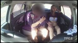 【個人撮影】車内ハメ撮り 「顔はダメですよ!w」ヤンママさんと真っ昼間から車内で生SEX!生挿入外だしでたっぷり射精! - 無料アダルト動画付き(サンプル動画) サンプル画像13