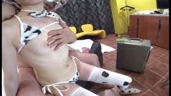 美少女JD由香 アニマル水着コスで店外フル裏オプション 現役JD由香19歳の純白な透き通る肌 牛柄マイクロビキニで生ハメ大量発射 - 無料アダルト動画付き(サンプル動画) サンプル画像2