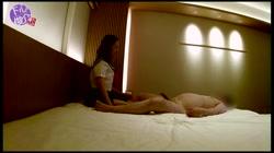【無 個撮】ほろ酔いのSSS級美女サキちゃん(20)に制服コスプレを懇願したらノリノリの腰フリフリになっちゃって、暴発を我慢しながら生中出しっ! おまけ - 無料アダルト動画付き(サンプル動画) サンプル画像9